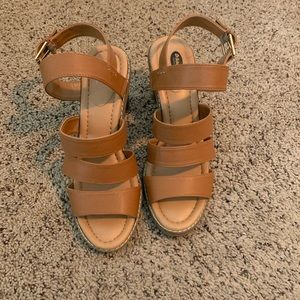 Like new Dr. Scholl heeled strappy sandals.